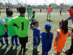 nuestros niños esperando su turno para poder jugar
