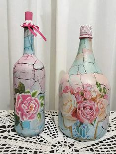 Rowena Howell's media content and analytics Recycled Glass Bottles, Glass Bottle Crafts, Wine Bottle Art, Painted Wine Bottles, Diy Bottle, Bottles And Jars, Empty Bottles, Decoupage Glass, Decoupage Art