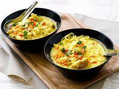 Broileri-nuudelikeitto on mainio arkiruoka, sillä se valmistuu nopeasti ja maistuu koko perheelle.