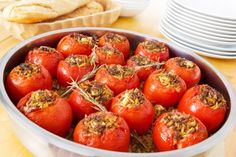 Stuffed Tomatoes - Ingredients cup brown rice 1 tablespoon olive oil 1 medium onion, chopped pound ground beef, lean cup mint leaves, chopped teaspoon ground cinnamon Salt and pepper 6 large tomatoes cup feta cheese, crumbled cup panko bread crumbs World Recipes, My Recipes, Indian Food Recipes, Beef Recipes, Appetizers For Party, Appetizer Recipes, Parmesan, Quinoa, Enjoy Your Meal