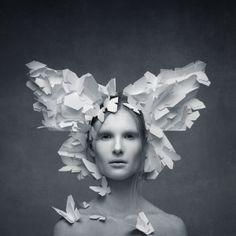"""Butterfly.Alexander Khokhlov con Verónica Ershova (esposa) están trabajando en el proyecto denominado """"Shapes and Illusions"""". Las nuevas series continúan desafío de autor para transformar a las personas en diferentes formas. Este proyecto combina las técnicas de la cara de arte, fotografía y decoración."""