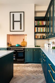 Cool 45 Splendid Green Kitchen Design Ideas That Suitable For Your Kitchen Home Decor Kitchen, Interior Design Kitchen, Diy Kitchen, Home Kitchens, Kitchen Ideas, Kitchen Designs, Dark Kitchens, Art Deco Kitchen, Shaker Style Kitchens