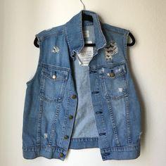 Current Elliott denim vest Oversized soft denim vest with slight distressing, it fits like a medium Current/Elliott Jackets & Coats Vests