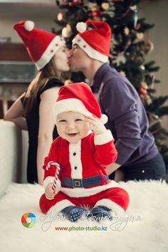 Creative Christmas family photo...I would put mom and dad in different hats, though...but still adorable