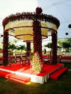 Do you need inspiration for your wedding decoration? Here we present the 40 Romantic Wedding Decoration Design. May you inspire and make wedding decorations as you wish from this article. Desi Wedding Decor, Wedding Hall Decorations, Wedding Stage Design, Indian Wedding Ceremony, Marriage Decoration, Wedding Entrance, Wedding Mandap, Wedding Designs, Floral Wedding