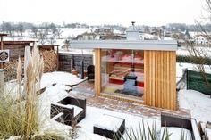 Außensauna mit Pool auf der Terrasse Outdoor Sauna, Modern, Workshop, Cabin, House Styles, Home Decor, Dolphins, Infrared Heater, Rooftop Deck