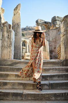 wonders of the world (This Time Tomorrow) Boho Trends, Boho Inspiration, Bali Fashion, Wrap Dress Floral, Krystal, Summer Girls, Travel Style, Black Sandals, Wonders Of The World
