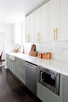 green kitchen Admirable Kitchen Cabinets Design and Decoration Ideas - Page 26 of 54 Green Kitchen Cabinets, Farmhouse Kitchen Cabinets, Kitchen Cabinet Design, Modern Kitchen Design, Interior Design Kitchen, Kitchen Decor, Kitchen Ideas, Kitchen Counters, Cheap Kitchen