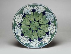 One of the most significant American art potteries of the 20th century, Newcomb works are a graceful union of form and decoration inspired by flora and fauna of the Gulf Coast of Louisiana. Each piece is one of a kind — and collectively they create a distinctive Southern art form.