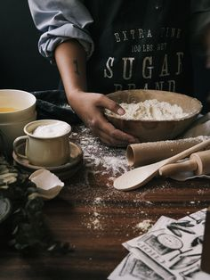 Ideas Baking Photography Messy For 2019 Cooking Photography, Hand Photography, Food Photography Styling, Food Styling, Photography Ideas, Baking Soda On Carpet, Baking Soda Cleaning, Baking Soda Beauty Uses, Homemade Toothpaste