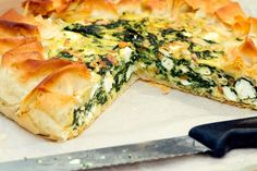 Easy Cake : Spinach pie with feta Veggie Recipes, Vegetarian Recipes, Healthy Recipes, Dinner Dishes, Dinner Recipes, Chicken Gumbo Recipes, Quiches, Food Porn, Good Food