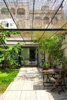 Oude stomerij wordt open huis rondom groene patio     roomed.nl