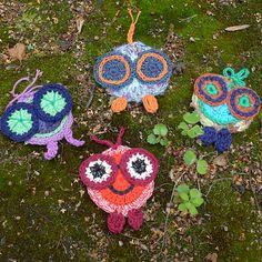 Ravelry: Button Bug application pattern by Lena Knudsen Application Pattern, Crochet Buttons, Freeform Crochet, Minion, Crochet Patterns, Crochet Appliques, Free Crochet, Ravelry, Bugs