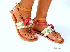 IMPORTANTE: Por favor incluya un número de teléfono en la comprobación, como es requerido por el transportista OFRECEMOS EN TODO EL MUNDO 1-4 DÍAS SIN RECARGO DE ENVÍO EXPRESS Sandalias de cuero hecho a mano por encargo. Mis sandalias son hechos a mano por encargo y necesita 10 días para Greek Sandals, Bare Foot Sandals, Gladiator Sandals, Leather Sandals, Bohemian Sandals, Beaded Sandals, Pink Summer, Hippy, Summer Sandals