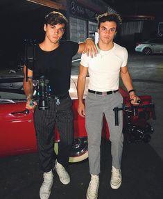 grayson and ethan Ethan And Grayson Dolan, Ethan Dolan, Dolan Twins Wallpaper, Dollan Twins, Gorgeous Men, Cute Boys, Pretty Boys, Hot Guys, Handsome