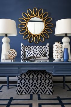 Home decorating ideas - glamorous navy blue, white and gold with dark navy accent wall, painted desk, white symmetrical table lamps, gold accent mirror and Gold Office Decor, Gold Home Decor, Navy Office, White Office, Home Office Space, Home Office Design, Desk Space, Bureau Design, Navy Accent Walls