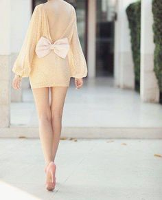 Bow on the Back. Fabulous :)
