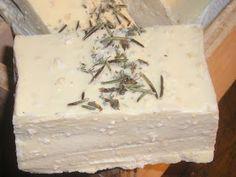 Para pieles sensibles y secas. Jabón de aceite de oliva, leche de coco, avena y aloe vera.     Con avena para exfoliar suavemente nuestra p...