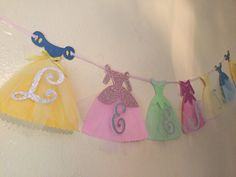 This Disney Princess inspired banner will be the perfect fit for your princess party. The banner features the dresses of Cinderella, Snow White, Ariel, Belle, Tiana and Aurora. Each dress is made with glitter and tulle making the banner fairytale per Disneyland Birthday, Disney Princess Birthday Party, Disney Princess Dresses, Princess Cake Toppers, Princesa Tiana, Girls Party Decorations, Baby Banners, Diy Banner, Princesas Disney