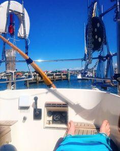 Hem ljuva hem!  #sy_virgo #bopåbåt #livetpåbåt #livetombord #allegro33 #segelbåt #båt #västkusten #västkust #segling #sail #sailing #boat #sailboat #båtliv #frihet #freedom #mobilthem #levaenkelt #hundraprocentliv #bortabästochhemmabäst by kompassrosen