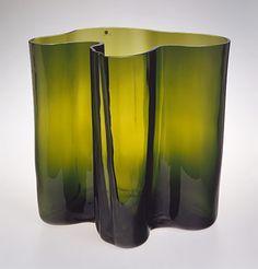 ALVAR AALTO - 'Savoy' glass vase for Iittala Finland. - Glass blown into a wooden mold. Glass Design, Design Art, Interior Design History, Alvar Aalto, Tall Vases, Mid Century Modern Furniture, Metropolitan Museum, Art History, Decoration