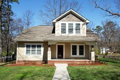 Charming Craftsman style home located in the heart of Signal Mountain. CHEROKEE LANE SIGNAL MOUNTAIN TN 37377 #SignalMountainHomesForSale #HomesforSale   View All Photos: http://www.mysinglepropertywebsites.com/25488