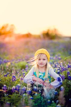Bluebonnets are in bloom| Dallas child photographer | Oh So Posh Photography