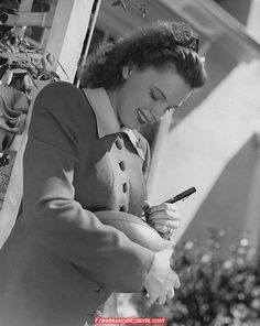 """Judy Garland was a leftie!  Frances Ethel Gumm (1922–1969)  American actress, singer &  vaudevillian. Described by Fred Astaire as """"the greatest entertainer who ever lived"""" & renowned for her contralto voice.  She attained international stardom throughout a career that spanned more than 40 years as an actress in musical & dramatic roles, as a recording artist and on the concert stage.  Judy died of an unintentional drug overdose after a life troubled by addictions & failed marraiges."""