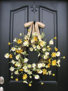 Door Decorations: Spring Wreath Summer Wreaths Daisies Daisy Wreath by twoinspireyou Wreath Crafts, Diy Wreath, Tulle Wreath, Burlap Wreaths, Front Door Decor, Wreaths For Front Door, Etsy Wreaths, Yarn Wreaths, Floral Wreaths