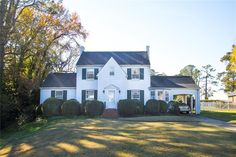 Super excited that this cute #NewportNews home is for sale. Lots of space at 2,141 square feet, 4 bedrooms, and 2 bathrooms – all for $210,000. Shoot me a little message if you want to take a look or get more info! She's perfect for this week's #ListingOfTheWeek. :-)  http://listings.actionrealtynow.com/idx/details/listing/b036/10105286/6-HOLLY-DR