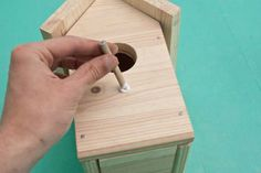 This diy step by step article is about how to build a bird house. Building bird houses out of wood is easy if you use the right decorative free plans and proper tools. Wooden Bird Houses, Bird Houses Diy, Diy Home Decor Projects, Diy Projects To Try, Building Bird Houses, Bird House Plans Free, Bird Boxes, Woodworking Projects For Kids, Wood Pieces