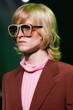 Find out the latest eyewear trends at the Spring 2017 Menswear shows! Fashion 2017, Latest Fashion Trends, Fashion Show, Mens Fashion, Fashion Design, Fashion Wheel, Gucci Spring 2017, Glasses Trends, Eyewear Trends