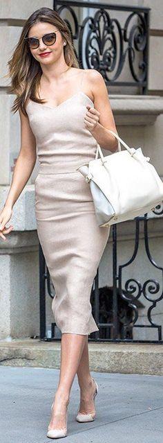 Miranda Kerr carrying the Nina Ricci iconic bag, the Marché. Miranda Kerr Outfits, Miranda Kerr Style, Miranda Kerr Body, Lily Aldridge, Alexa Chung, Kendall Jenner, Kim Kardashian, Looks Style, My Style
