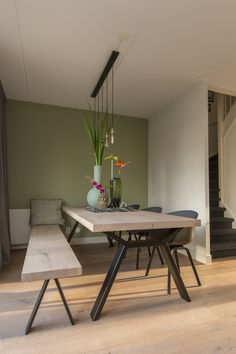 Tafels met stalen onderstel in 2020 Plank Table, Dining Table With Bench, Dining Room Table, Home Living Room, Living Room Decor, Sheesham Wood Furniture, Rooms Ideas, Furniture Design, Sweet Home