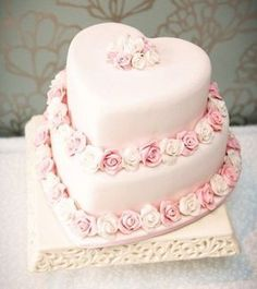 Heart Shaped Wedding Cakes | Team Wedding Blog #wedding #weddingcake #teamwedding #whiteweddingcakes
