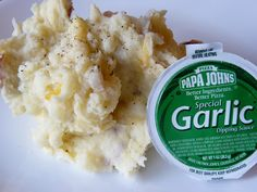 Fantastic Family Favorites: Sides and Salads Garlic Dip, Garlic Butter Sauce, Vegan Vegetarian, Vegetarian Recipes, Garlic Smashed Potatoes, Pizza Chains, Good Pizza, Side Dishes, Veggies