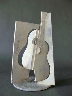 Antonio de Torres I • Bronce pátina blanca • 15 X 15 X 35 cm