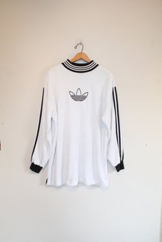 ADIDAS FLEECE SWEATSHIRT // size x large // 90s // by GUTTERSHOP Vintage Sport, Vintage Tees, Adidas Clothing, Sports Day, Art Hoe, Adidas Outfit, Adidas Fashion, Jumpers, Selena