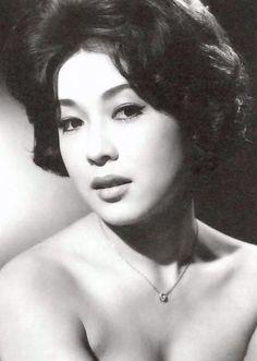 若尾文子 Japanese Beauty, Japanese Girl, Asian Beauty, Ufo, Asian Models Female, Female Actresses, Female Portrait, Vintage Japanese, Beautiful Actresses