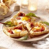 Bladerdeegtaartjes met parmaham, ei, tomaat en Parmezaan - Vereniging van Keurslagers