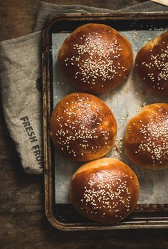 hamburger buns - airy, soft, thick, fluffy, and simply perfect (and easily made dairy free) Bread Bun, Bread Rolls, Bagels, Chicken Salad With Apples, Pain Au Levain, Best Food Photography, Chicken Curry Salad, Hamburger Buns, Dairy Free Options