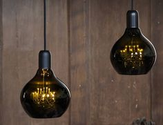 However, with an innocent looking exterior, this incredible bulb actually conceals a miniature chandelier inside.