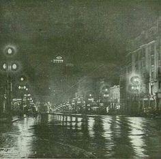 1934 - Avenida São João em uma noite chuvosa.