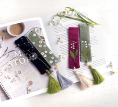 Bohemian Botanical Bookmark with a tassel. Unique gift for book lover - Popular Tinker 2019 Embroidery Flowers Pattern, Hand Embroidery Designs, Diy Embroidery, Embroidery Stitches, Diy Bookmarks, Rose Fuchsia, Fabric Boxes, Art N Craft, Book Lovers Gifts