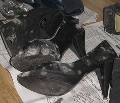 Comment enlever des taches de moisi sur vos chaussures. Les taches de moisi apparaissent sur vos chaussures lorsque vous les avez longtemps gardées ou lorsque vous les laissez dans des armoires humides. En plus de donner à vos chaussures un aspect horrible... Cleaning Recipes, Cleaning Hacks, Miss X, Tap Shoes, Dance Shoes, Decorated Shoes, Natural Cleaning Products, Home Hacks, Fashion Pictures