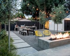 patio design Welcome to a new collection of outdoor designs featuring 15 Startling Contemporary Patio Designs For Your Backyard. No Grass Backyard, Gravel Patio, Backyard Patio Designs, Backyard Projects, Backyard Landscaping, Patio Ideas, Modern Backyard Design, Pea Gravel, Desert Backyard