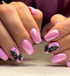 Sweet pink nails and black detail Fabulous Nails, Perfect Nails, Cute Nails, Pretty Nails, Pink Black Nails, May Nails, Butterfly Nail Art, Butterfly Design, Diva Nails