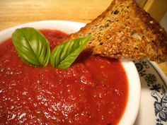 This is a low fat Vegan tomato basil soup that will warm you up during the winter. You can enjoy this soup with any whole grain bread or crackers you like. Canned Tomato Soup, Tomato Basil Soup, Tomato Paste, Soup In A Jar, Bowl Of Soup, Stevia, Canning Soup Recipes, No Sodium Foods, Canning Granny