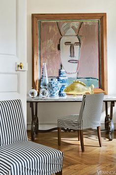Always like using big art over furniture, the marble & iron table goes well with it and the striped chairs too. (chic apartment in Paris' Saint-Germain-des-Prés district. Apartment Chic, Apartment Design, White Apartment, Tables Tableaux, Home Staging, Striped Chair, Chinoiserie Chic, Home And Deco, Home Living
