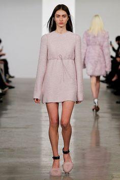 Lookbook: La esencia chic y relajada de Calvin Klein se impone en su colección #PreFall2014. http://www.vogue.mx/desfiles/prefall-2014-nueva-york-calvin-klein/7532